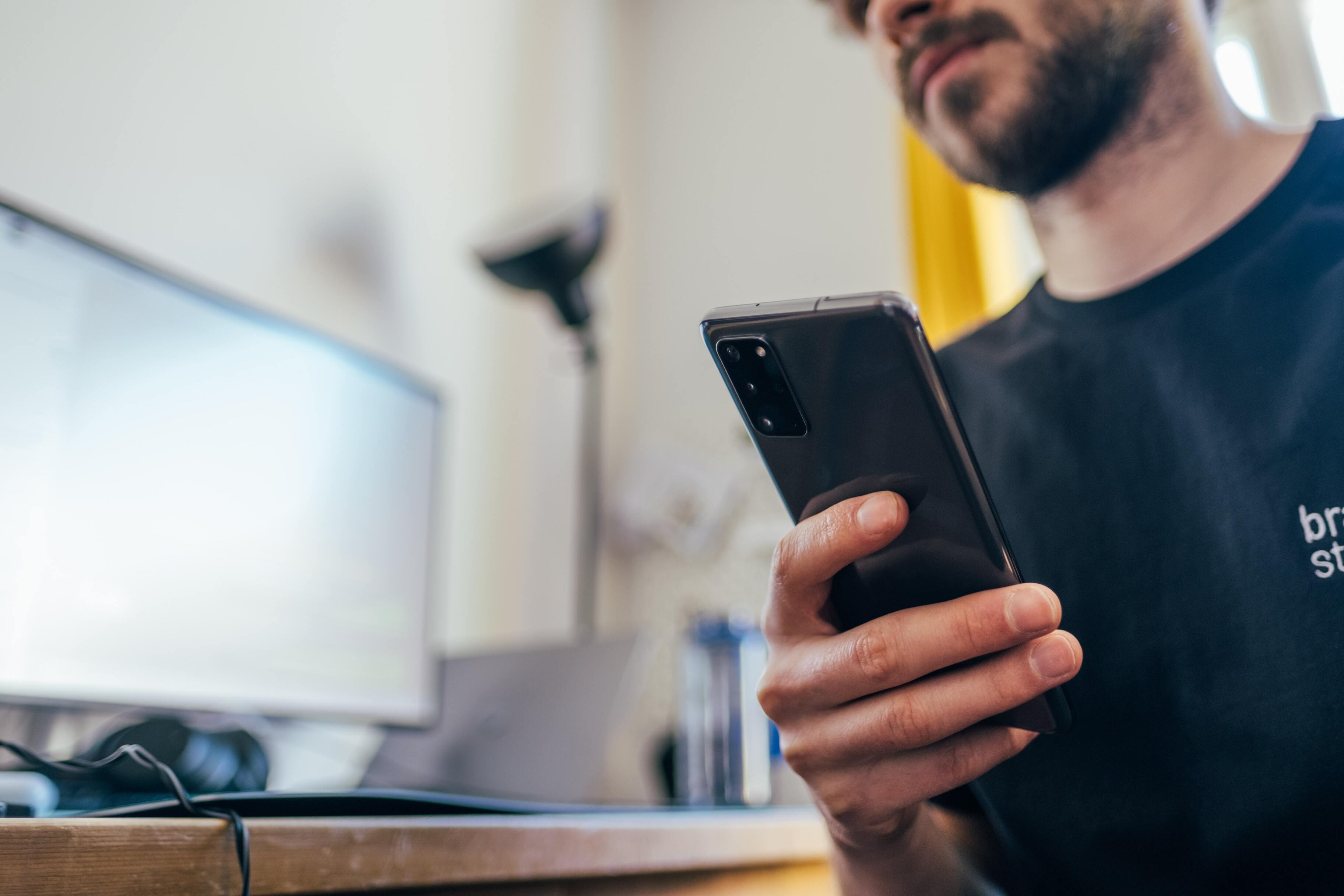 Исследование: ни один современный смартфон не защищает данные пользователей на 100%