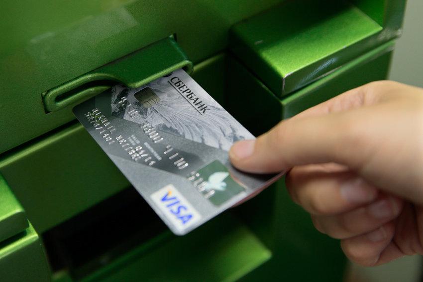 Сбер предлагает клиентам отказаться от пластиковых карт