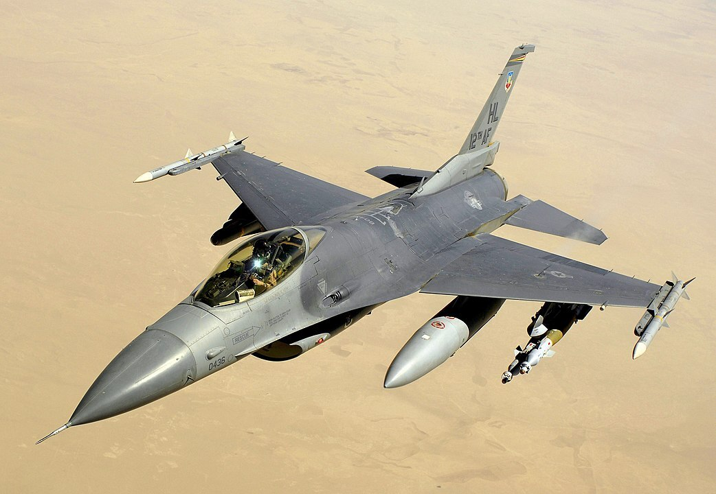 США намерены заменить истребители F-16
