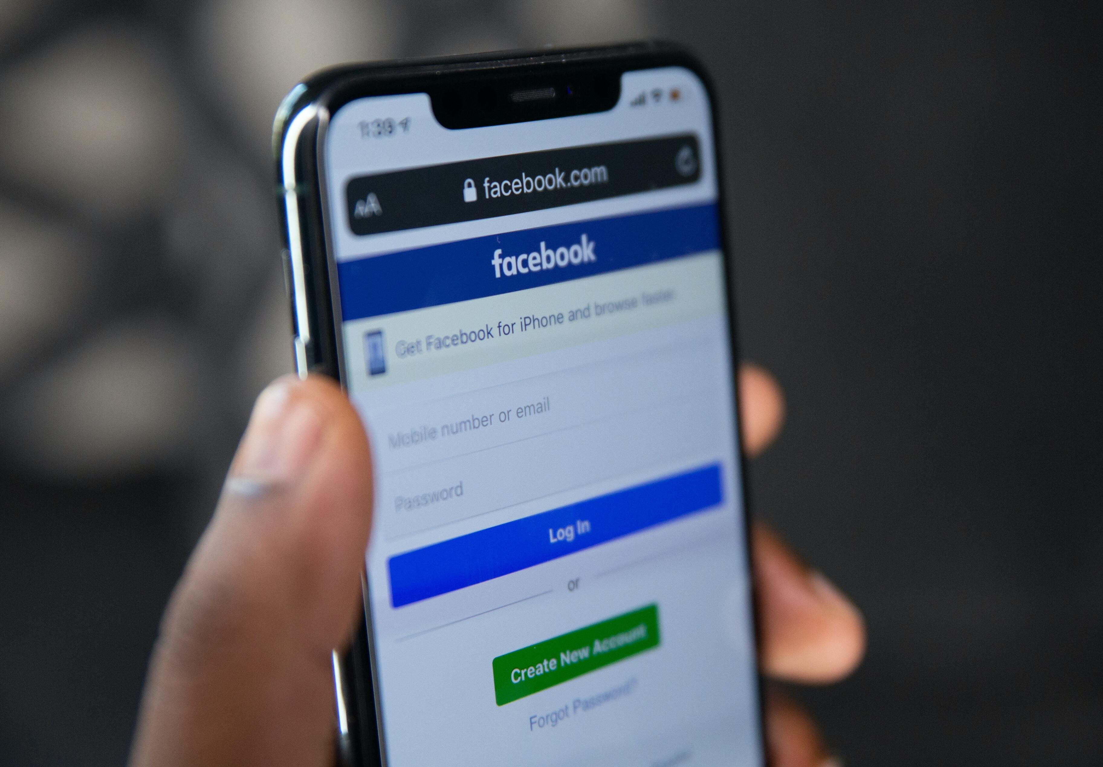 В борьбе со СМИ Facebook случайно заблокировала собственную страницу