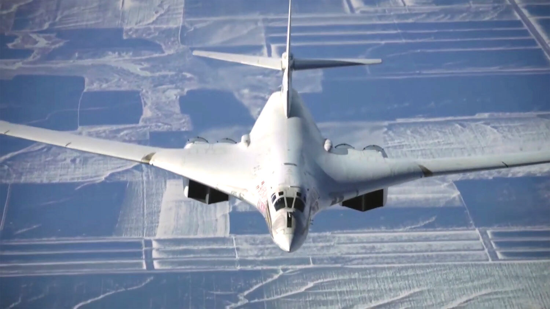 Эксперты рассказали, почему стратегический ракетоносец Ту-160 белого цвета