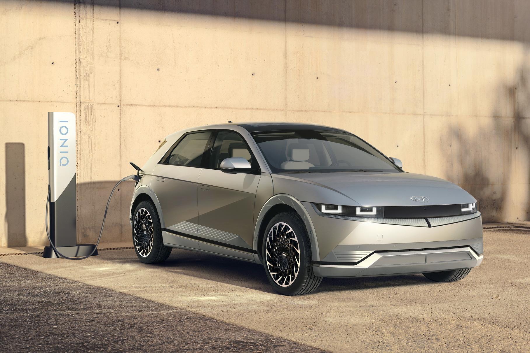 Hyundai представила электромобиль с солнечной батареей на крыше