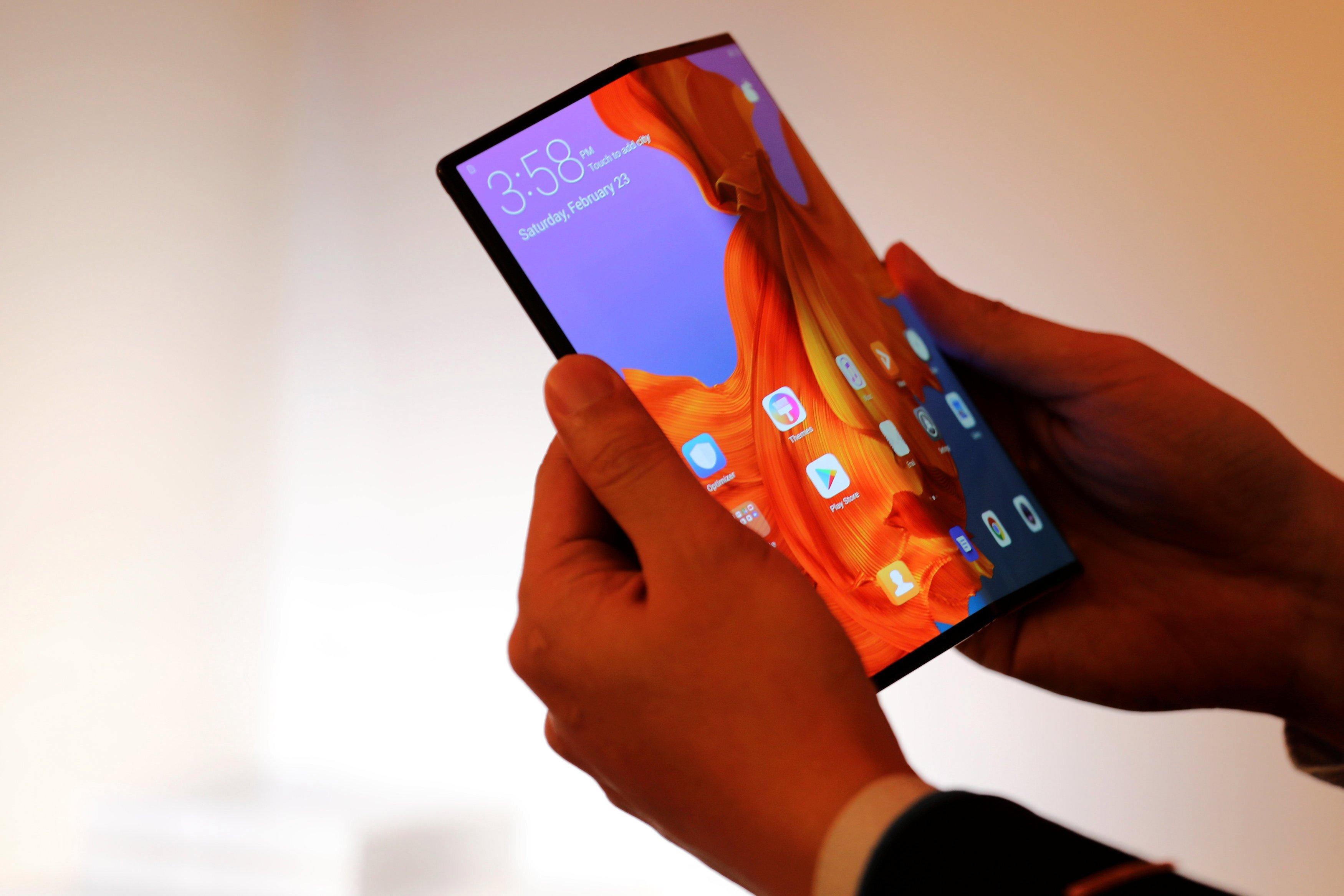 Samsung выпустит гибкие дисплеи для складных смартфонов Google