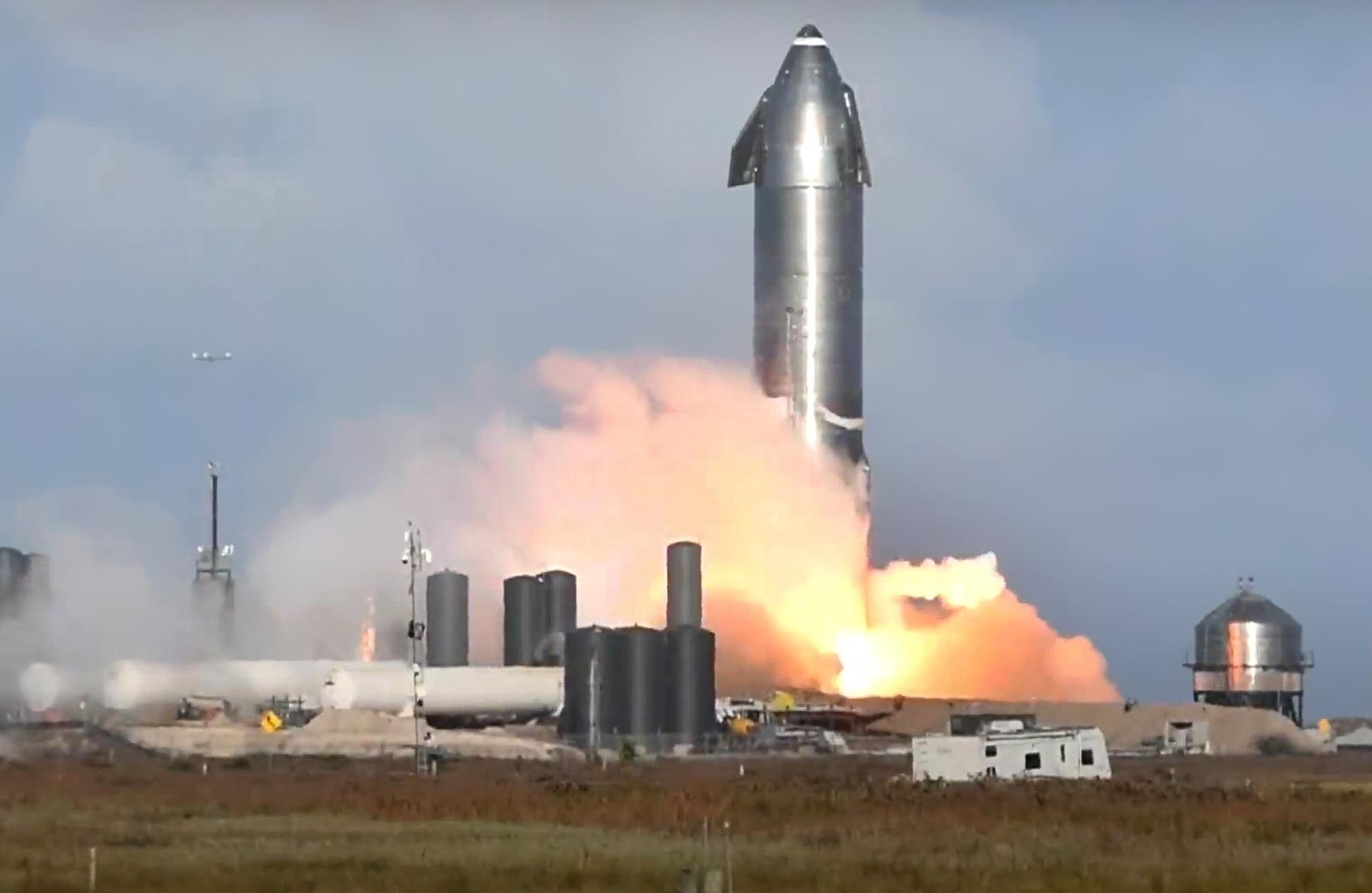 Илон Маск провёл огневые испытания сверхтяжёлой ракеты Starship SN10