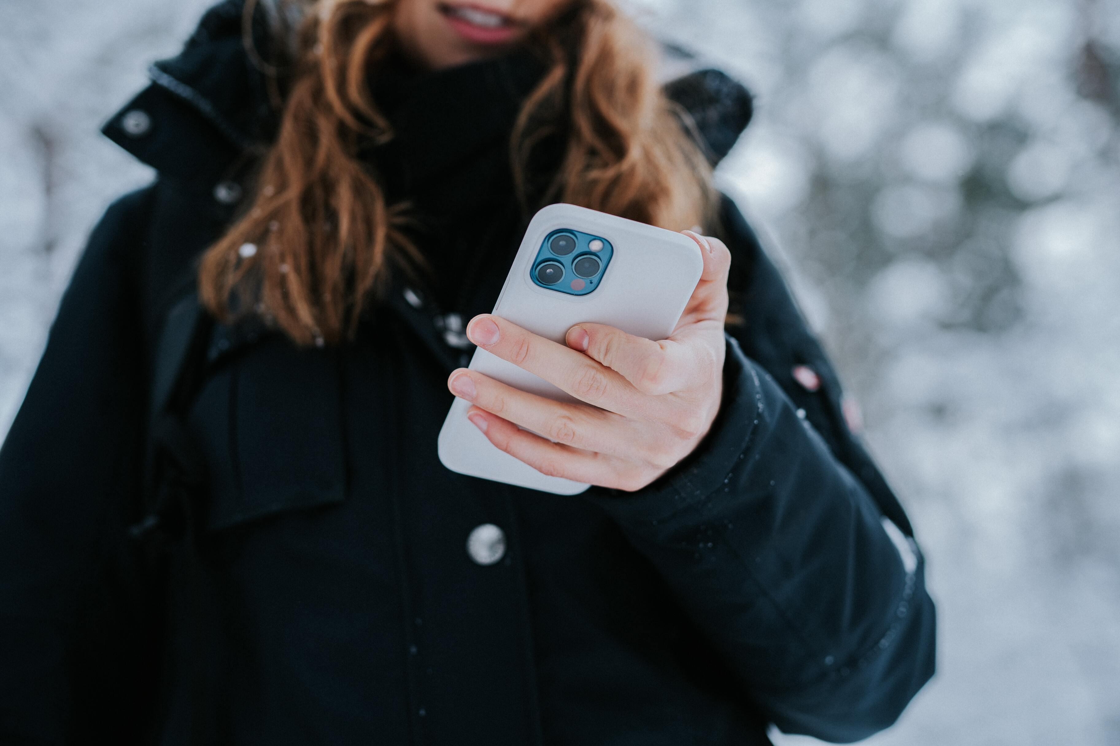 Apple может выпустить iPhone без разъёмов