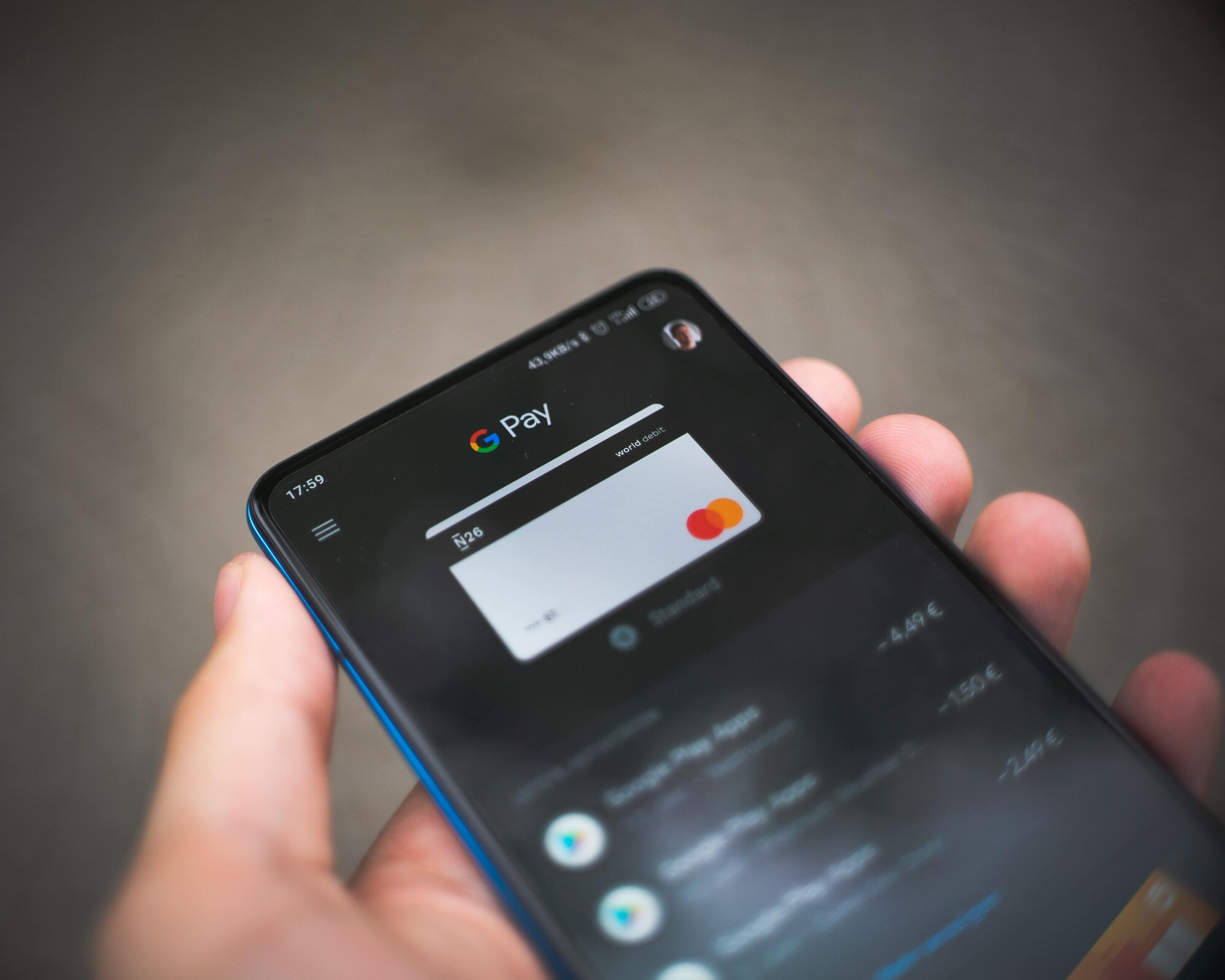 Россиянам рассказали, какой способ оплаты безопаснее  картой или смартфоном