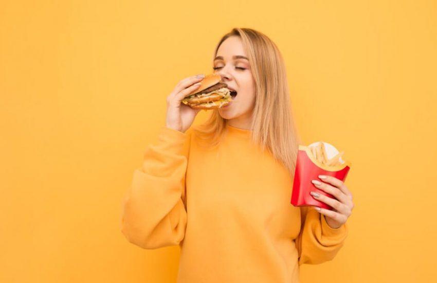 Снижение стресса помогает людям есть меньше фастфуд