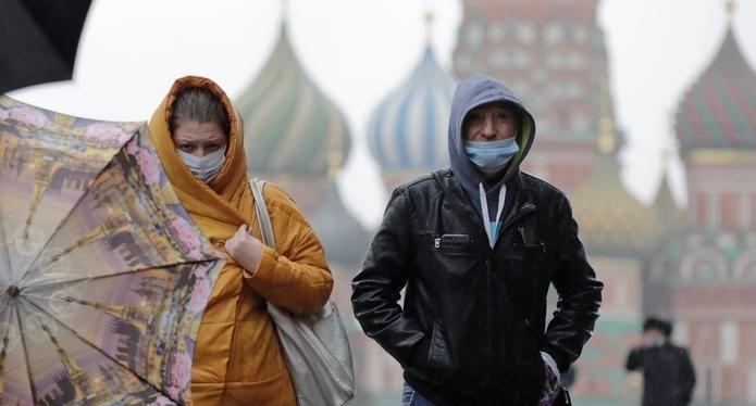 Эксперт предсказала годы ношения защитных масок