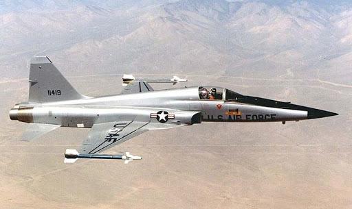 Столкнулись два истребителя американского производства