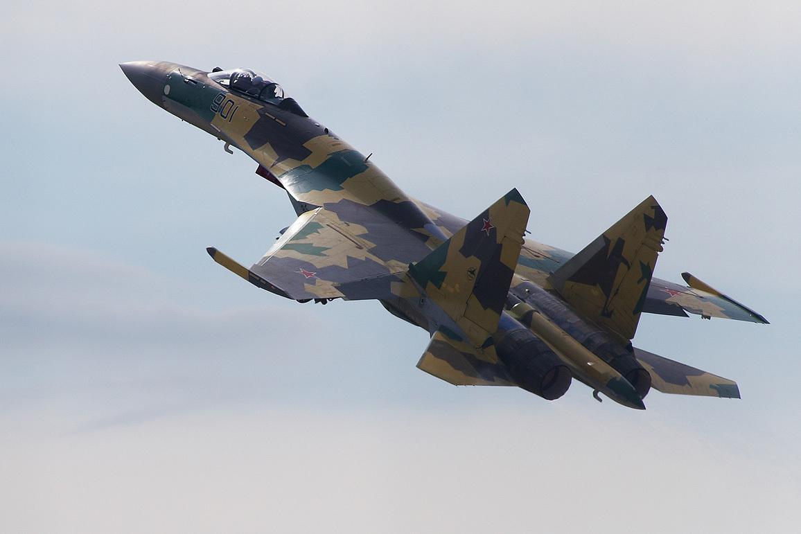 Российские истребители и бомбардировщики протестируют в Арктике