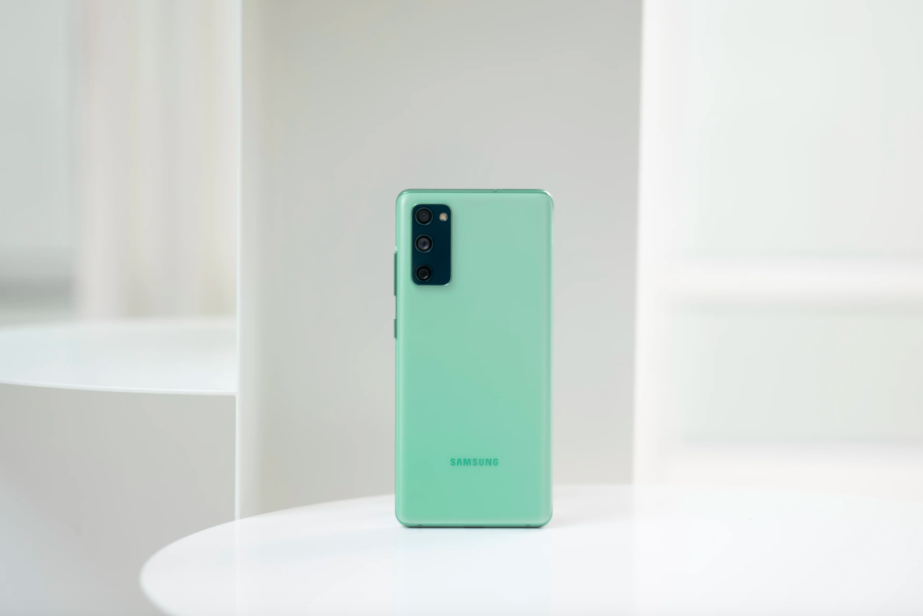Samsung сняла с производства удешевлённый флагман Galaxy S20 FE с фирменным процессором