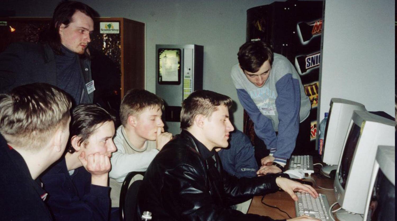 Ровно 27 лет назад родился Рунет — те самые сайты с окончанием «.ru»