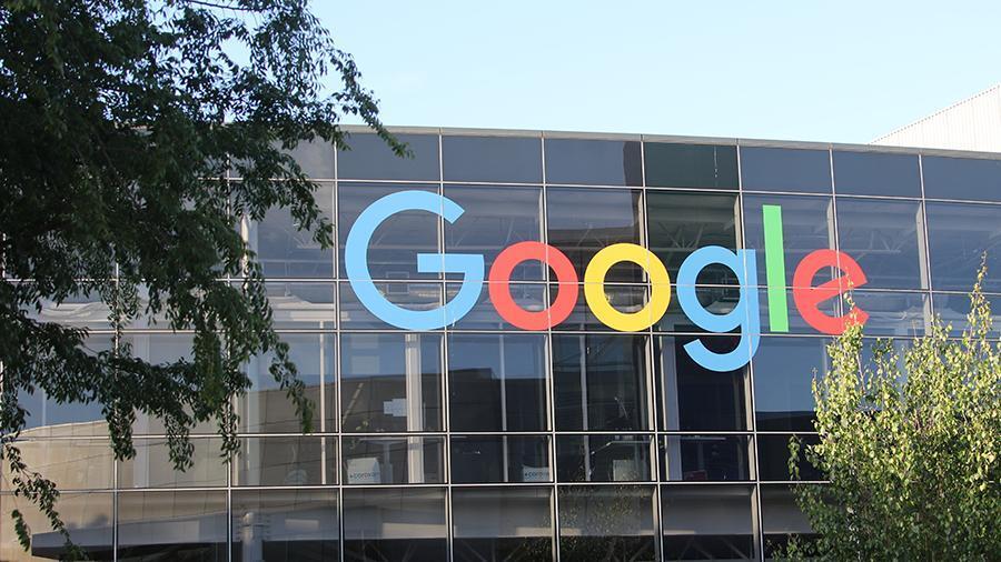 На Google пожаловались из-за слежки за пользователями Android смартфонов
