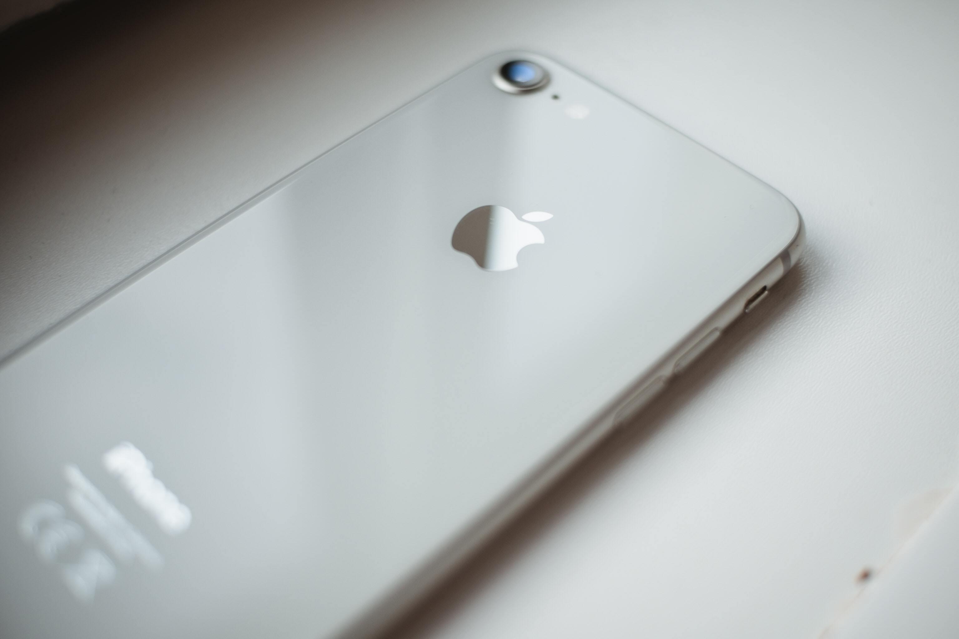 Российский инженер подал в суд на Huawei, Samsung и Apple