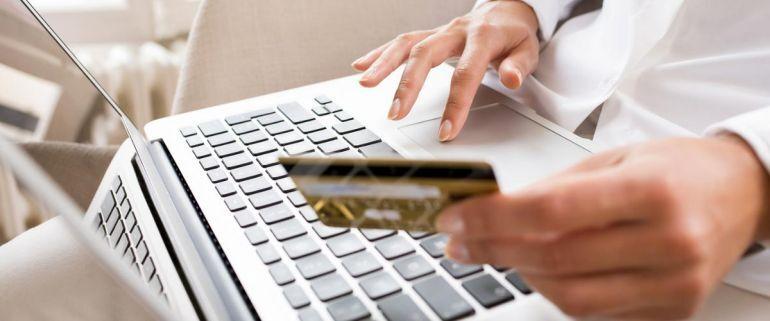 Россиянам рассказали, какие вещи лучше не покупать онлайн