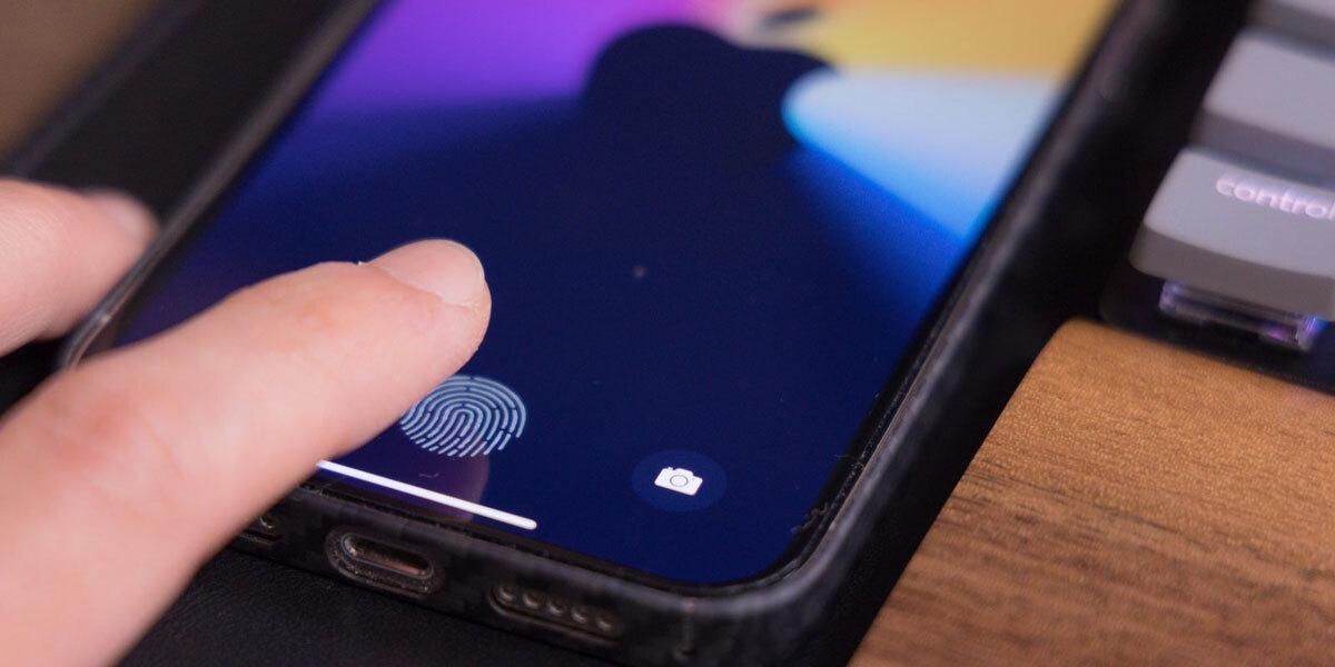 Новейший iPhone 13 получит подэкранный Touch ID и, возможно, лишится портов