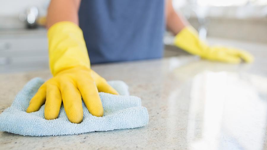 Занятие уборкой назвали полезным для мозга пожилых людей
