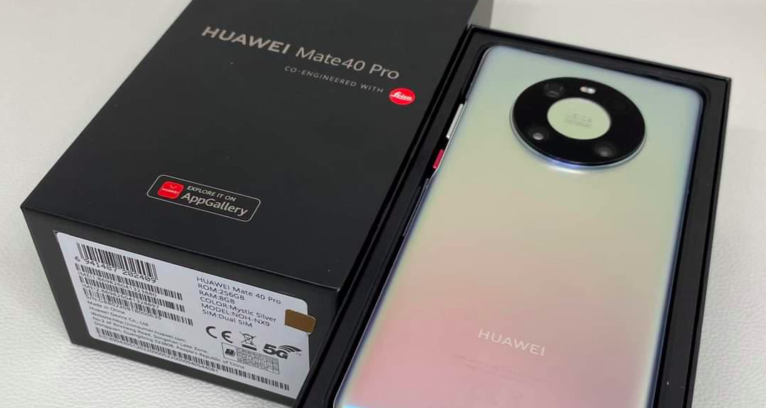 Huawei перестала продавать смартфоны с зарядками и снизила их стоимость