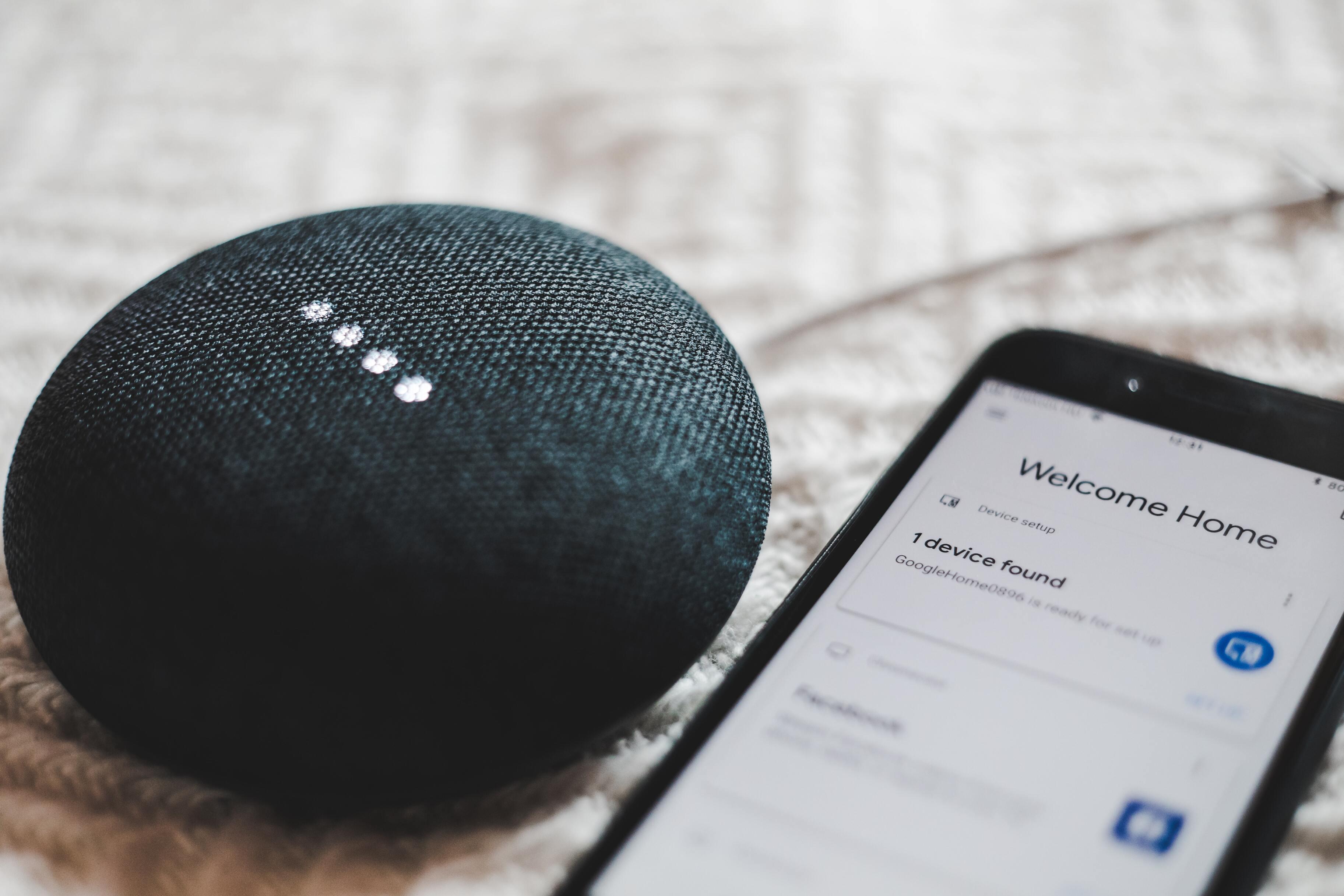 Google сделает голосового помощника для смартфонов умнее