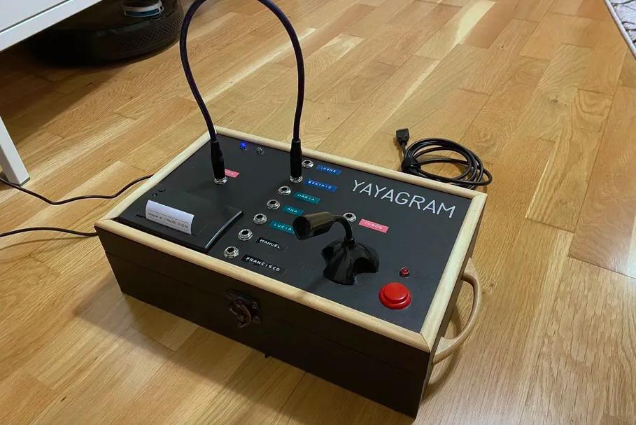 Инженер создал специальную машинку для общения с бабушкой через Telegram