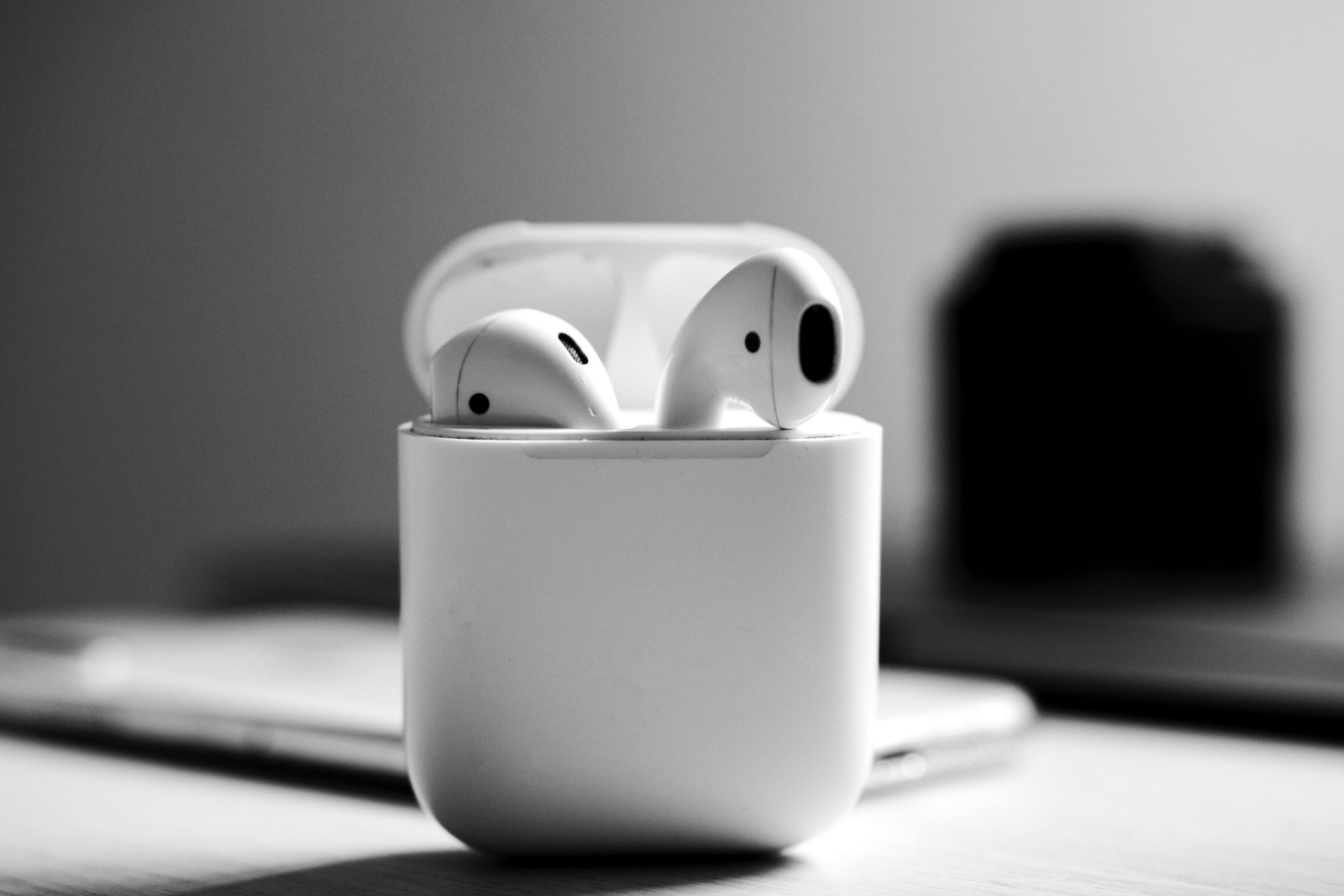 Более дешёвые наушники снизили продажи Apple AirPods