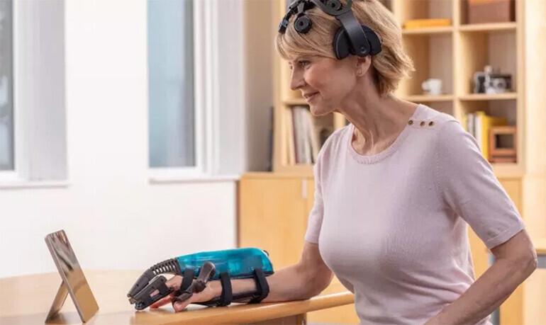 В США разрешили лечиться после инсульта с помощью роборуки