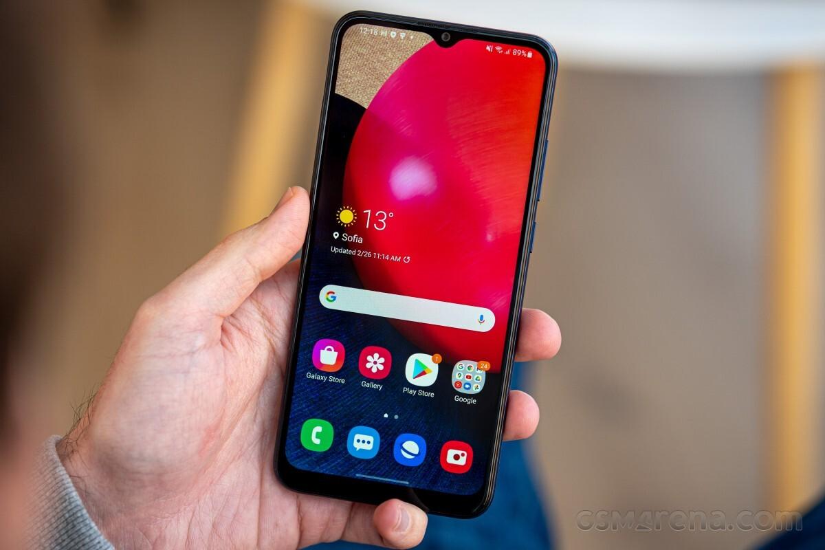 Бюджетный смартфон с большим аккумулятором Samsung Galaxy A02s продают дешевле 8 тысяч рублей