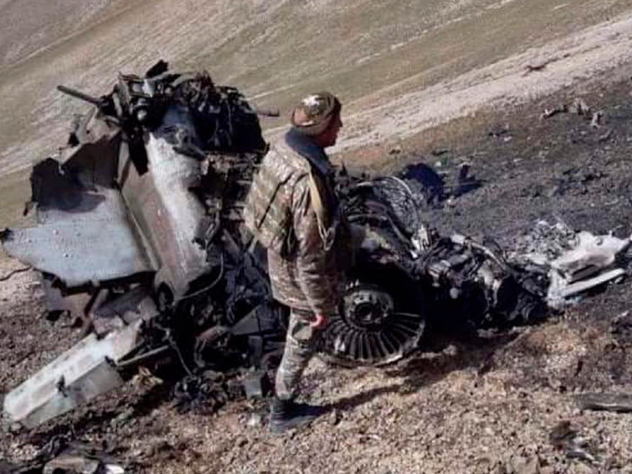 Атака карабахского истребителя Су-25 по азербайджанским войскам попала на видео