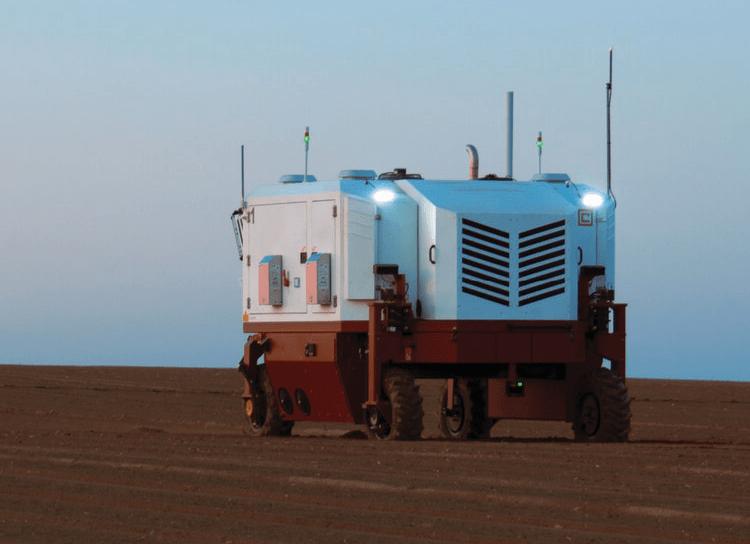 Выжигающий 100 тысяч сорняков в час трактор-беспилотник попал на видео