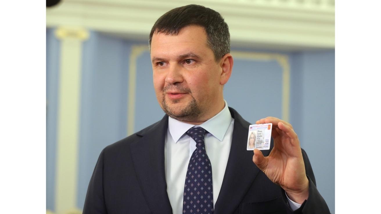 Названы сроки выдачи электронных паспортов всем россиянам