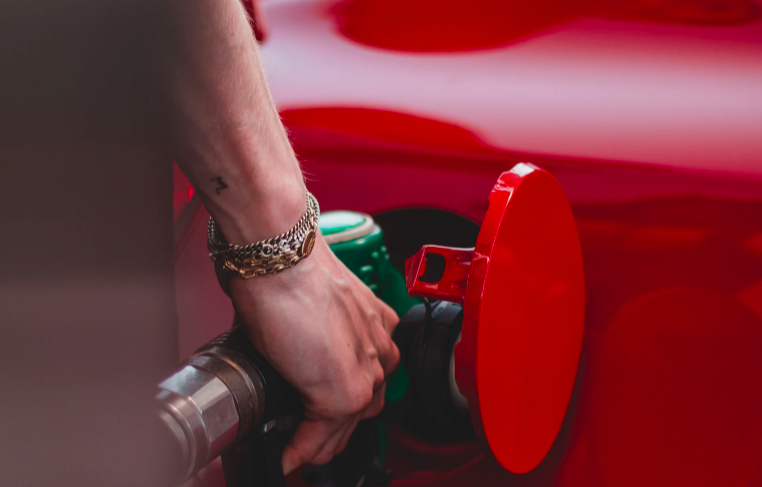МТС запустил оплату бензина баллами