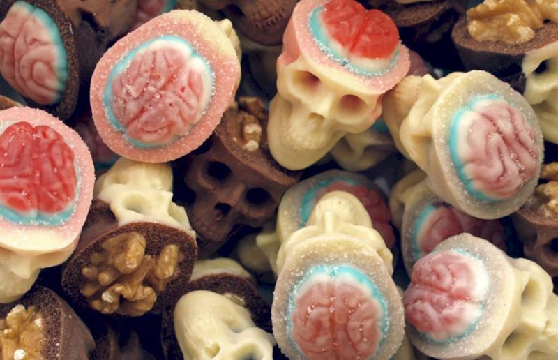 Врач опровергла миф об улучшении настроения от сладкого