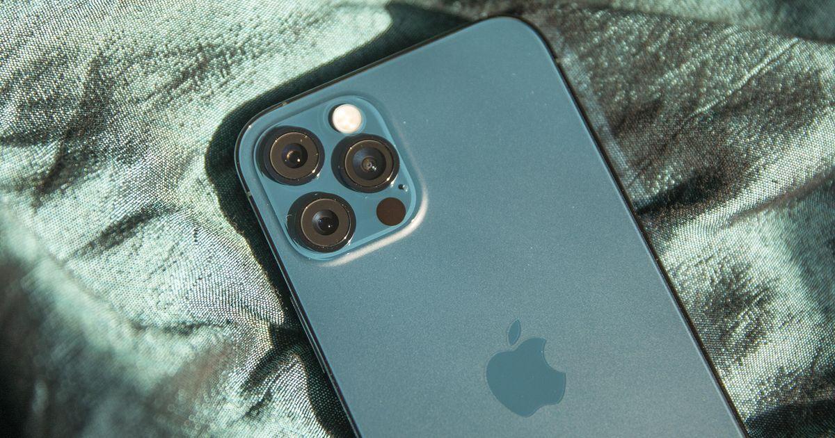 Флагманский iPhone 12 Pro Max рекордно упал в цене