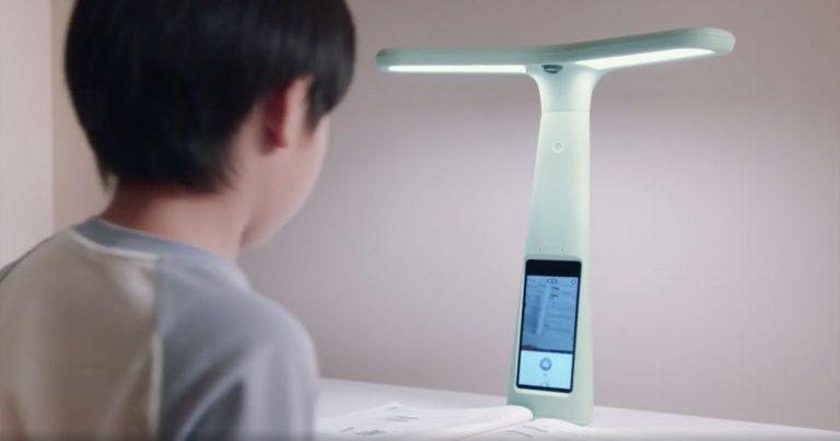 Китайцы начали скупать умные лампы для слежки за своими детьми