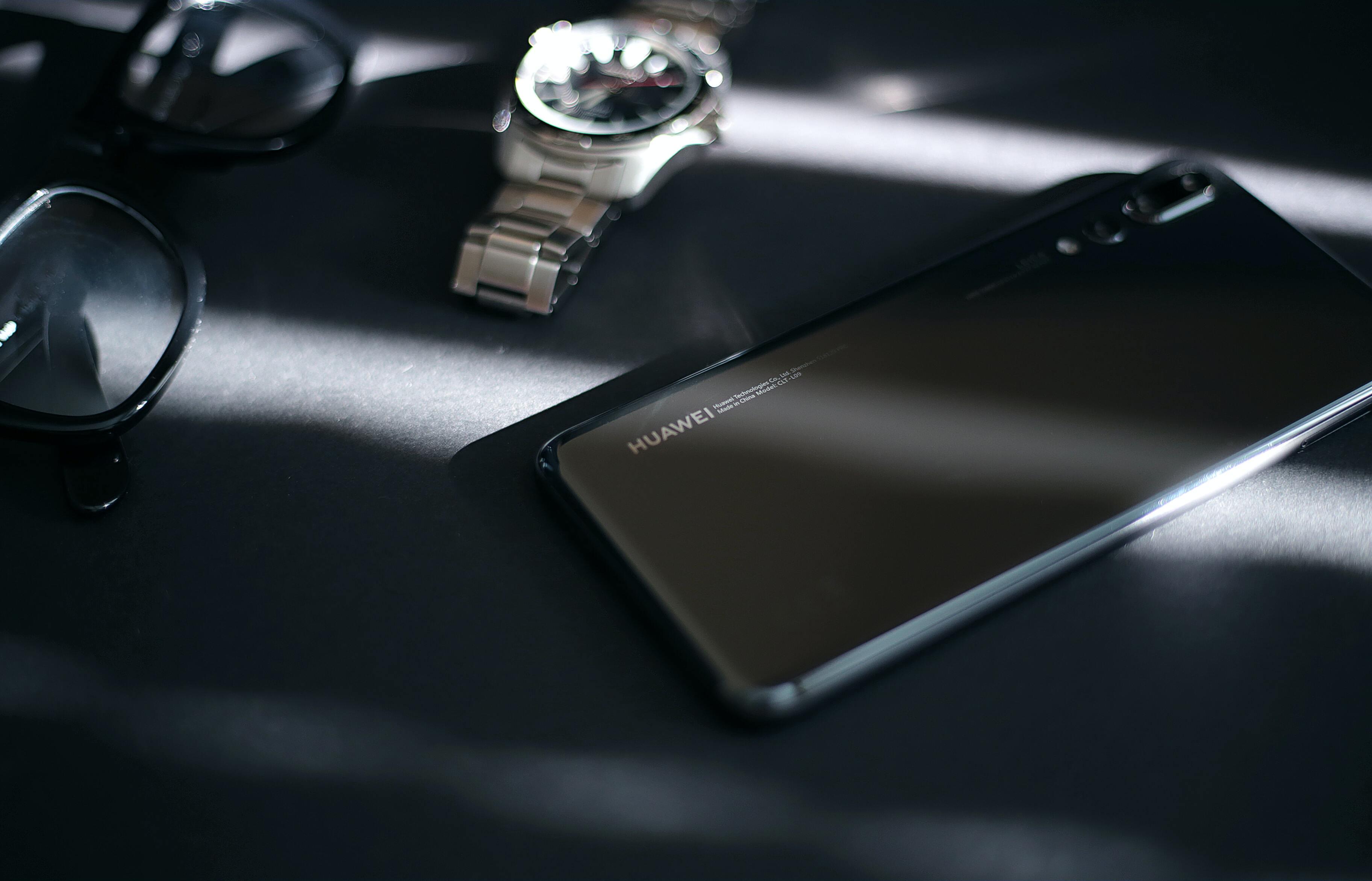 Байден расширил санкции против Huawei