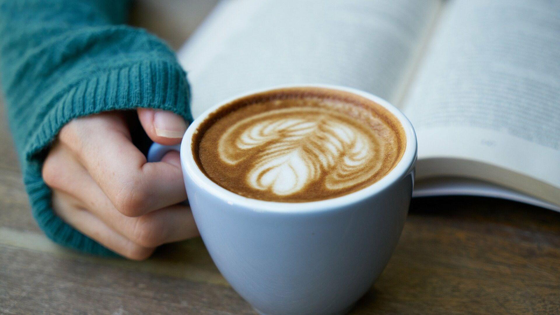 Врач рассказала, в какое время лучше всего пить кофе