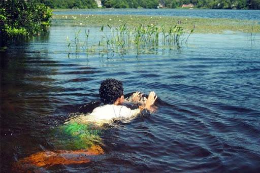 Врач назвал болезни, которыми можно заразиться во время купания в водоемах