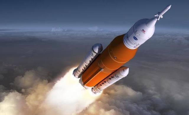 NASA собрало ракету, которая доставит людей на Луну