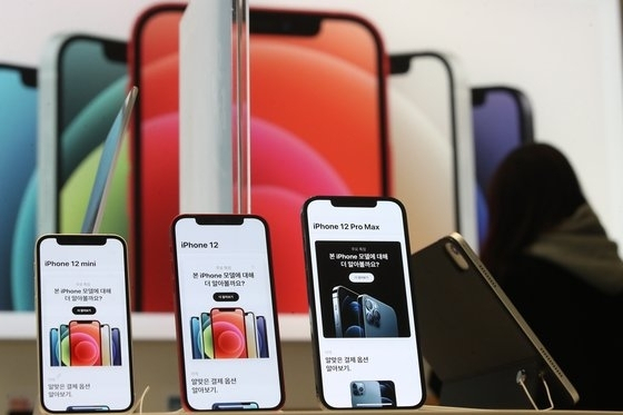 Конкуренты запретили LG продавать iPhone в фирменных магазинах