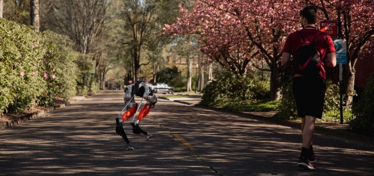 Робот впервые пробежал 5 километров