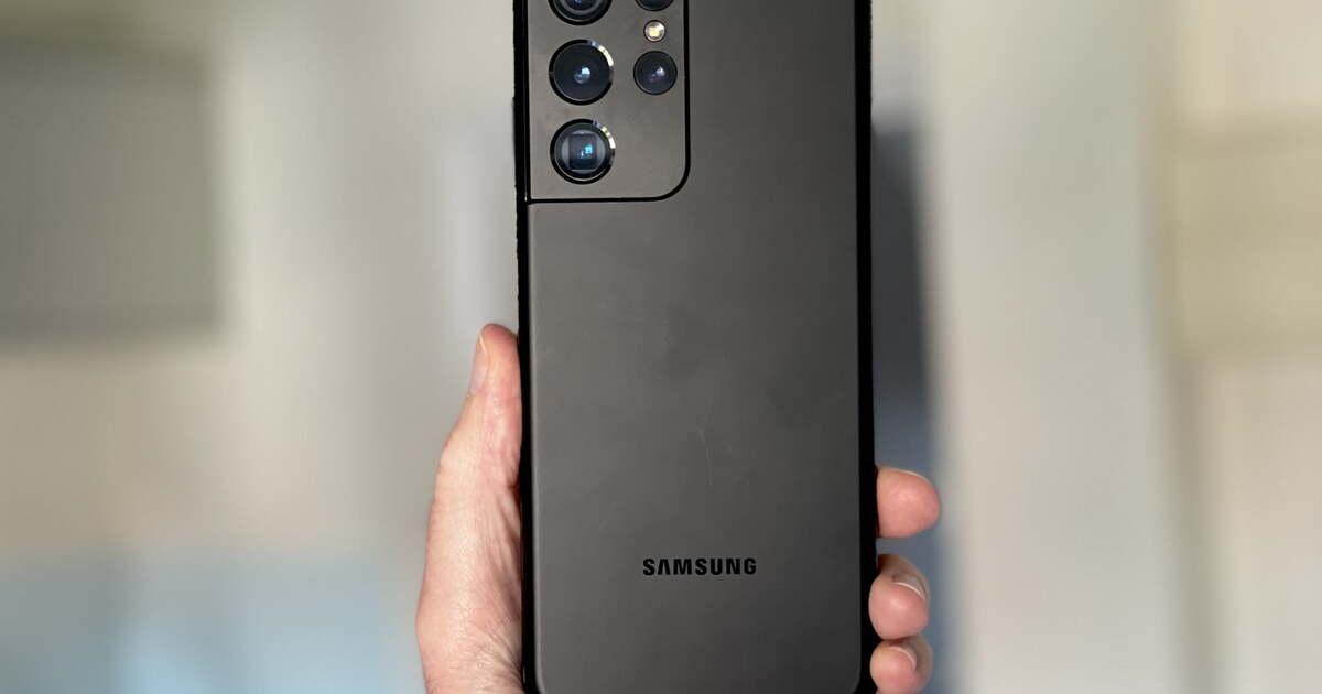Названы плюсы и минусы смартфона Samsung Galaxy S21 Ultra  спустя полгода использования
