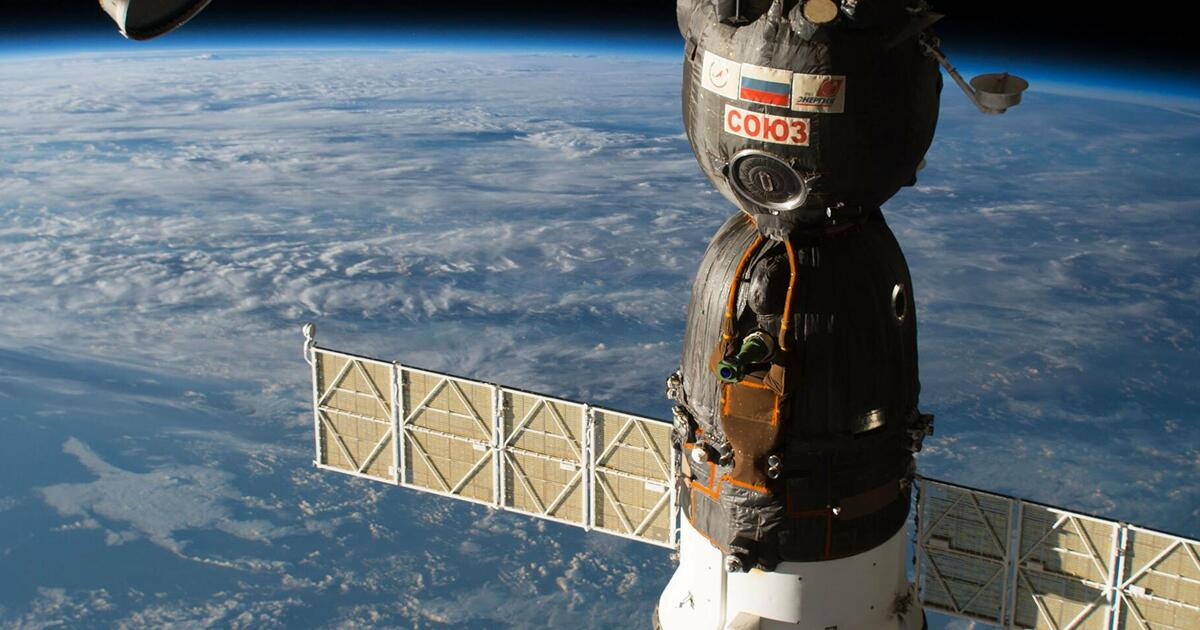 В Роскосмосе выяснили происхождение дыры в корпусе «Союза»