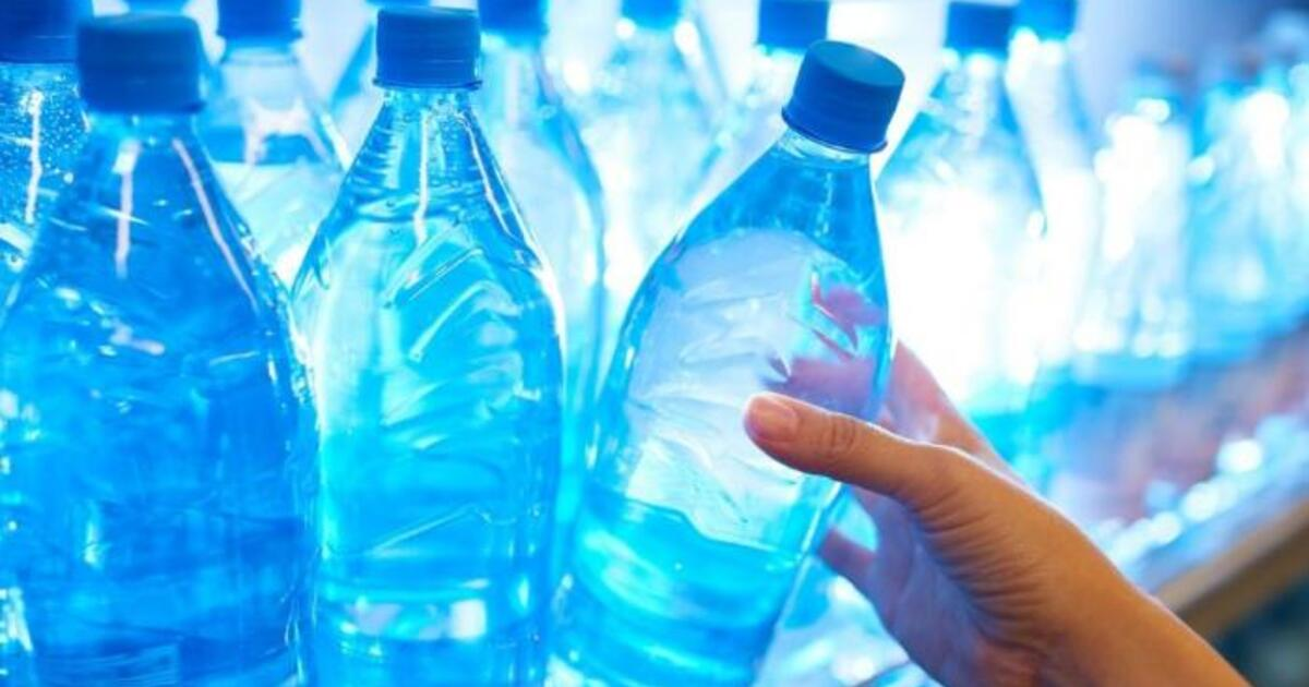 Вода в пластиковых бутылках в тысячи раз хуже для окружающей среды, чем водопроводная