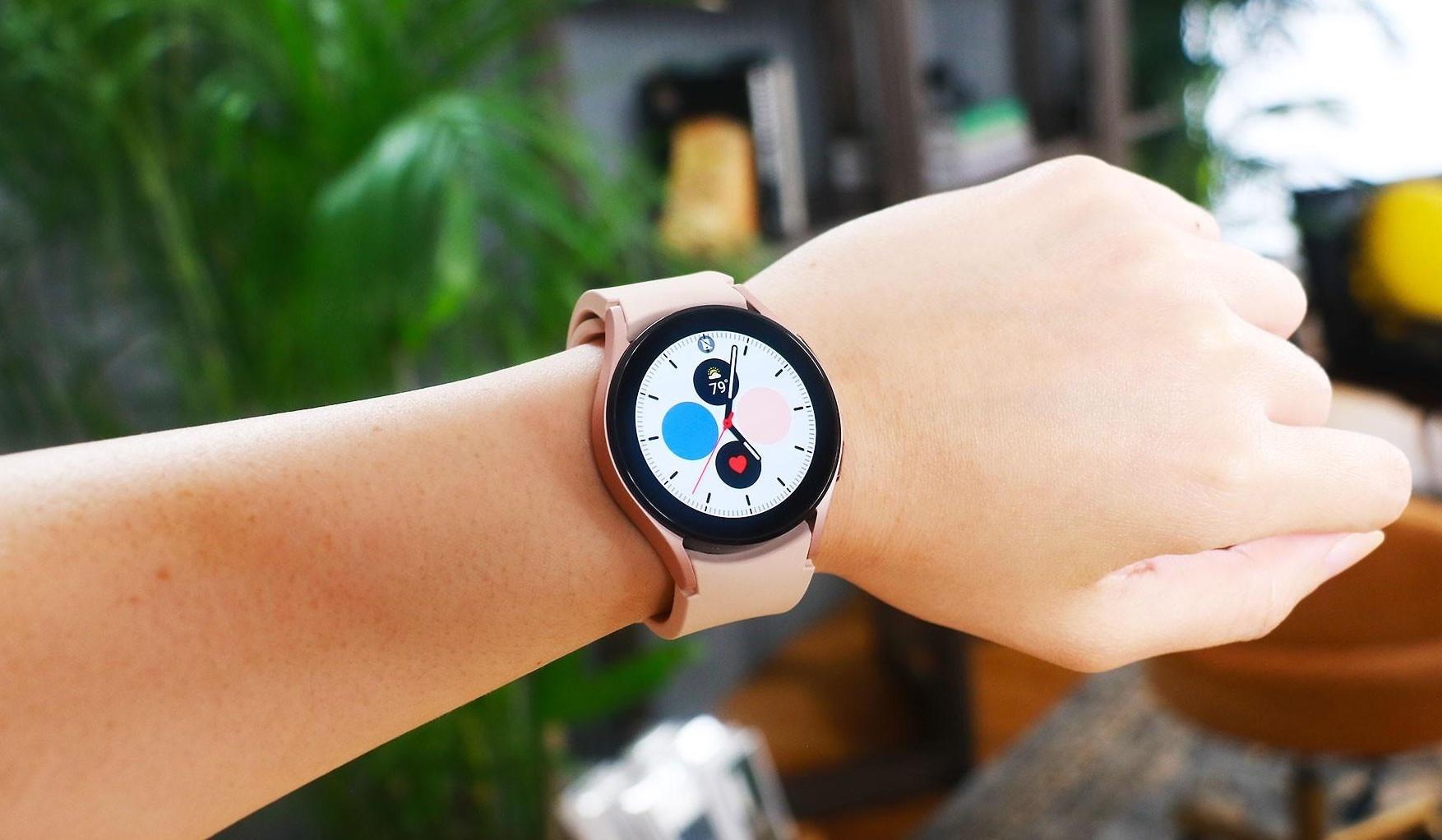 Samsung урезала функции часов Watch 4 на всех смартфонах, кроме Galaxy