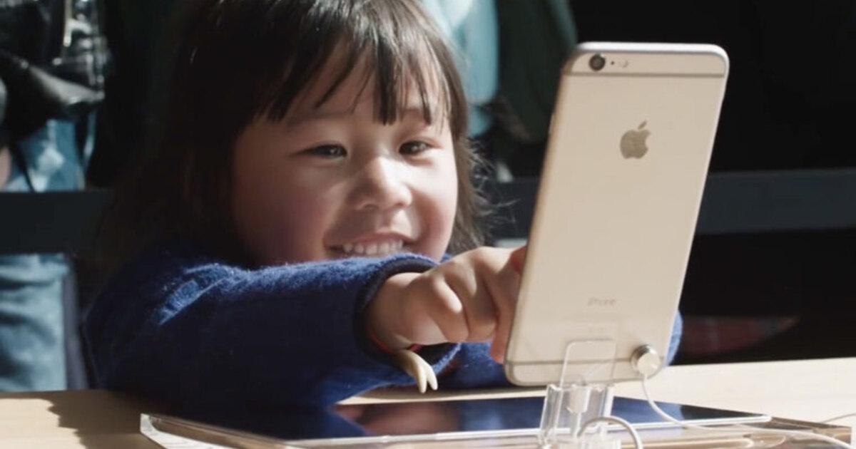 Россиянам рассказали, в каком возрасте ребенку можно давать смартфон для игр