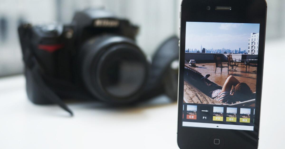 Пользователи случайно отправили в соцсети эротические снимки из приложения для фотомонтажа на смартфонах