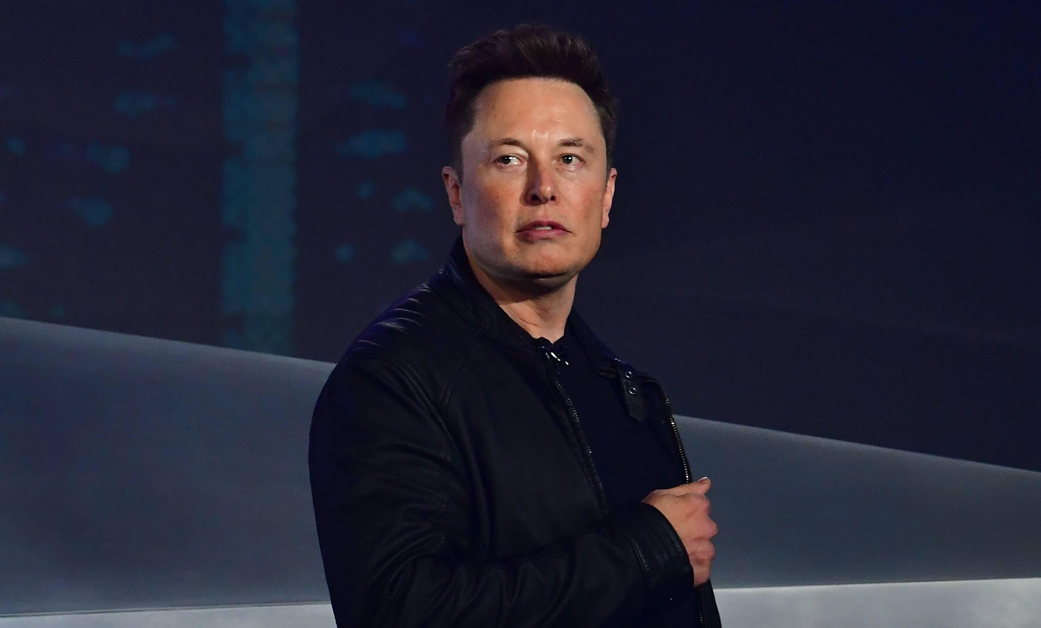 Илон Маск раскритиковал последнюю версию автопилота Tesla