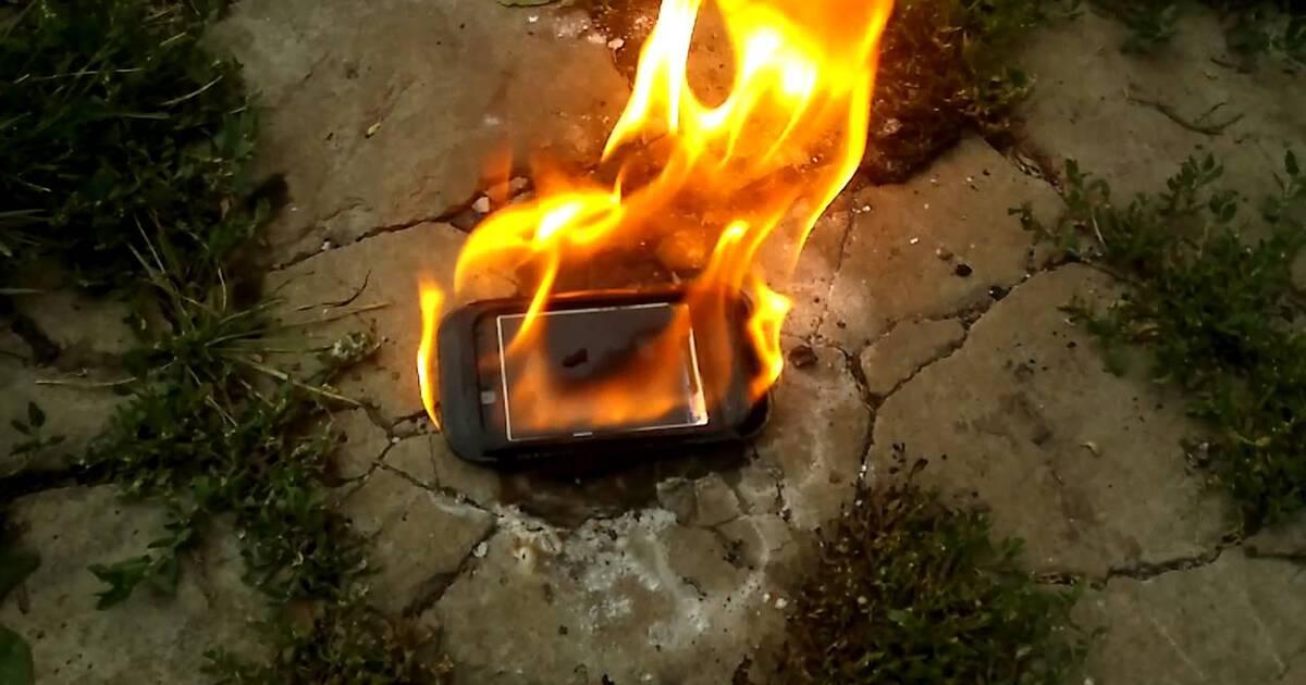 Прошлогодний смартфон Samsung загорелся на борту самолета
