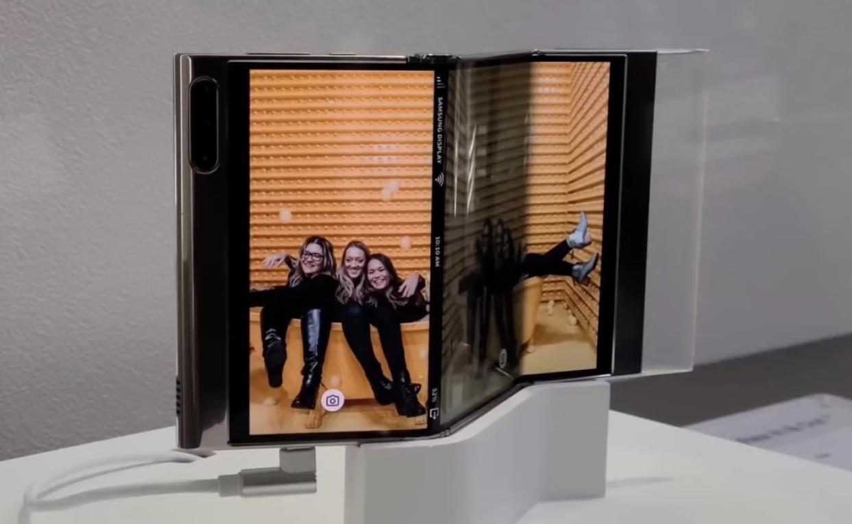 Samsung разработала смартфон с экраном-гармошкой