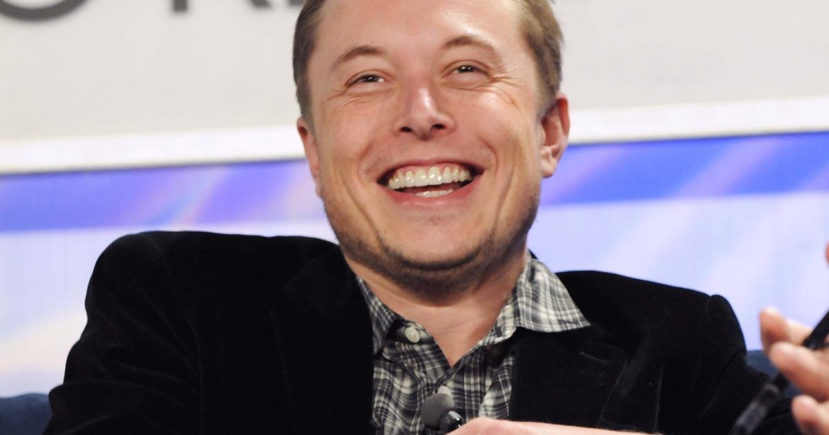 Нейросеть показала Илона Маска с разной внешностью